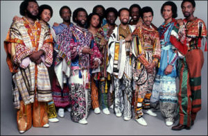 o colorido e a dança do Earth Wind and Fire